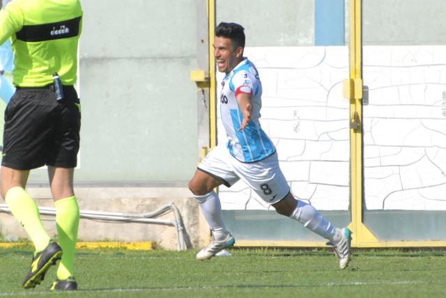 L'esultanza di Biason dopo il gol che ha sbloccato il match col Trapani - Foto Gianni Di Campi