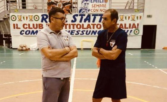 Mimmo Susco (a destra) ormai ex coach della New Taranto