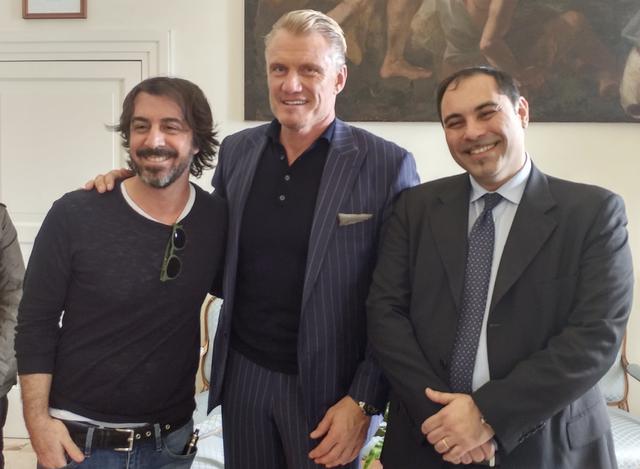 Da destra: Rinaldo Melucci, sindaco di Taranto, l'attore Dolph Lundgren e Marco Mazzoli di Radio 105