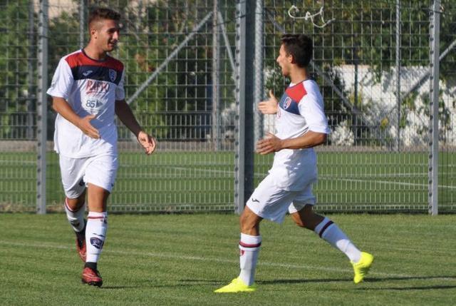 Davide Cardea, a sinistra, attaccante classe 2000 del Taranto