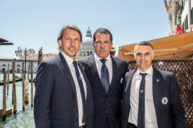 L'ex Taranto Valentino Angeloni, a destra, con Joe Tacopina (al centro) e Stefano Vecchi