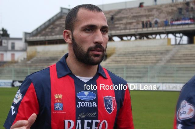 Beppe Siclari con la maglia del Taranto