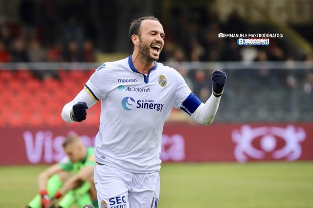 Gianpaolo Pazzini, attaccante del Verona