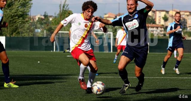 Luigi Brogna con la maglia giallorossa del Torrecuso