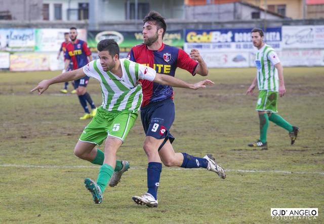 Damiano Menna con la maglia biancoverde dell'Avezzano