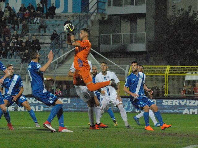 Una fase del match tra Matera e Virtus Francavilla - Foto Gianni Di Campi