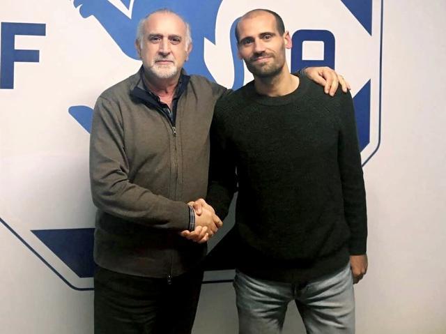 Alessandro Potenza posa il presidente Aldo Roselli dopo il rinnovo