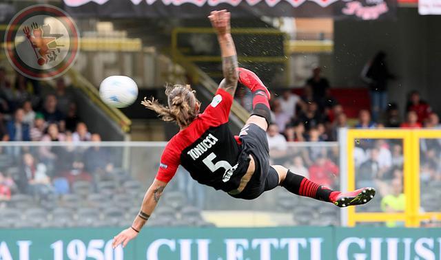 La splendida rovesciata/gol di Denis Tonucci - foto foggiacalcio1920.it
