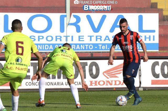 Cosimo Salatino con la maglia rossoblu del Taranto