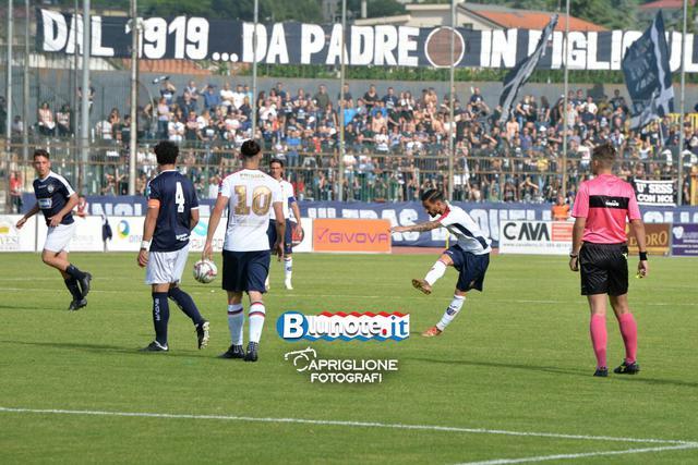 Un gol su rigore e una traversa per Stefano D'Agostino, che ha chiuso la stagione rossoblu con 14 gol