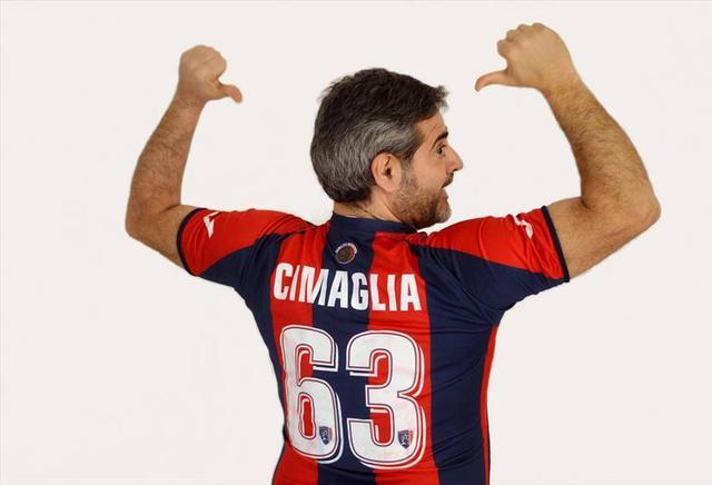 Lattore tarantino Massimo Cimaglia con la maglia rossoblu del Taranto Calcio