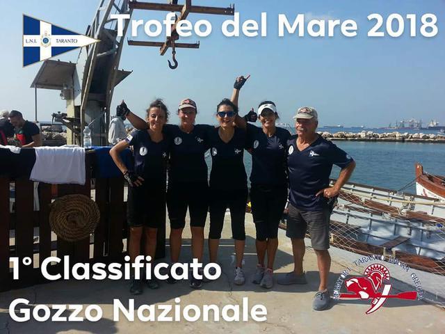 L'equipaggio femminile della Lega Navale Taranto