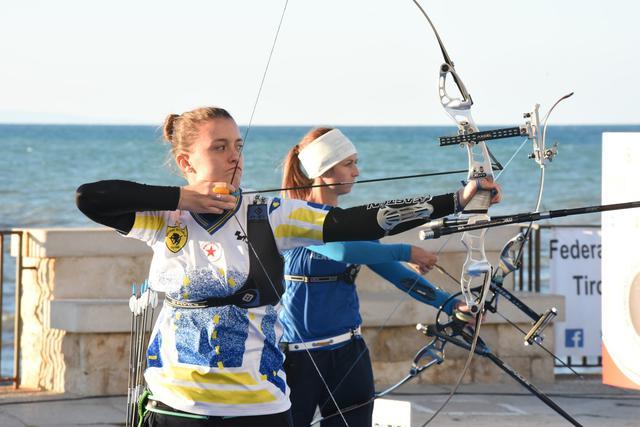 L'azzurra Tatiana Andreoli (a sin) vince il titolo italiano arco olimpico contro Jessica Tomasi