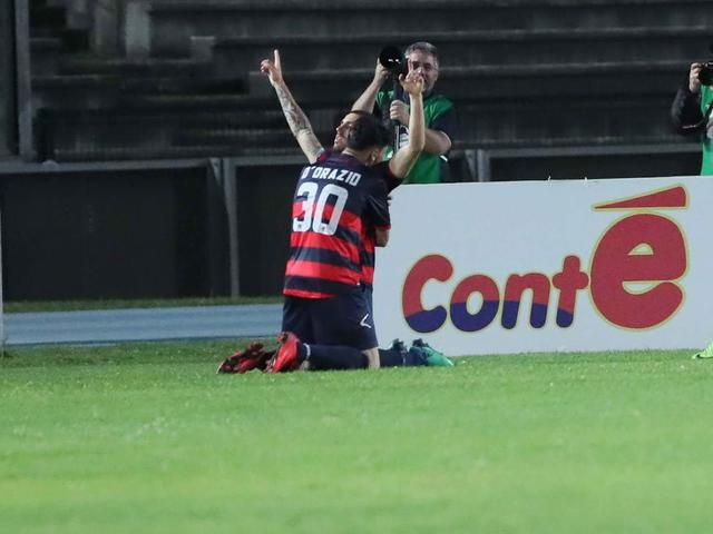 L'esultanza di Tutino dopo il gol al Trapani - Foto Francesco Donato