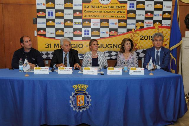 Nella foto di Luciano De Marianis. un momento della conferenza stampa