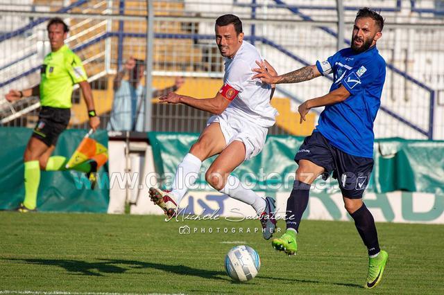 Capitani a confronto: Carlos França e Marian Galdean in una fase del match terminato 1-1