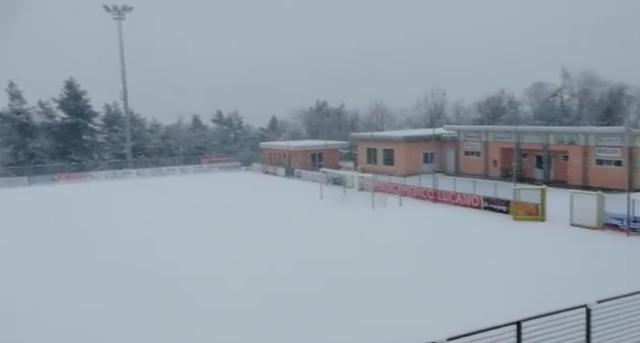 Lo stadio 'Curcio' di Picerno ricoperto di neve