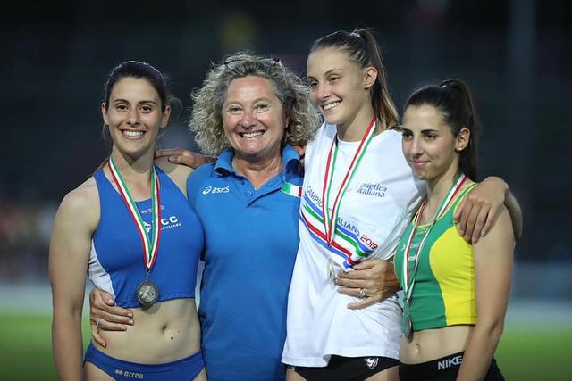 Francesca Semeraro (prima da sinistra) - Foto Colombo/FIDAL