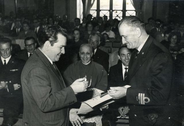 L'Enal conferisce il cavalierato del lavoro a Renato Ingenito, alla presenza di monsignor Motolese