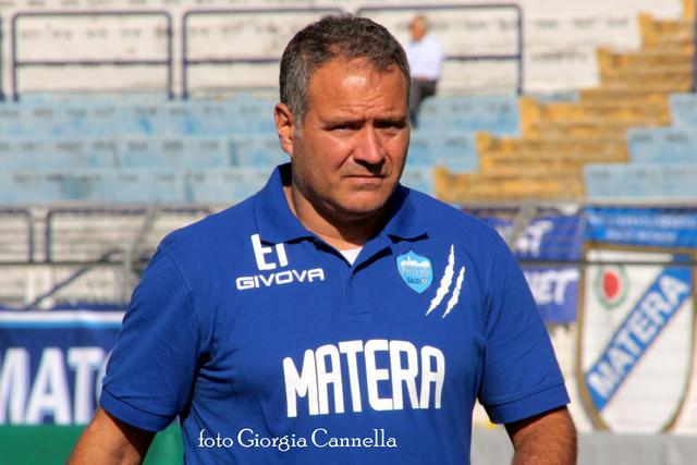 Eduardo Imbimbo, allenatore del Matera, ha incassato la fiducia della società