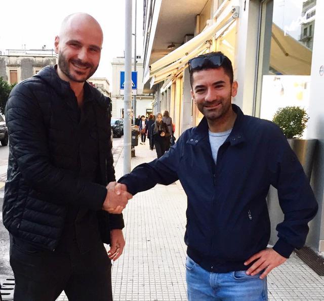 Accordo fatto! Stretta di mano tra Ivan Todisco (a sinistra) ed Eligio Galeone