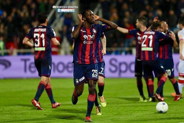 Crotone-Perugia 2-0: Lesultanza di Simy dopo la rete dell1-0