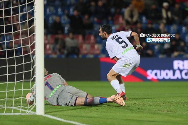 Il momento in cui Riccardo Idda firma il gol vittoria - Foto Francesco Donato