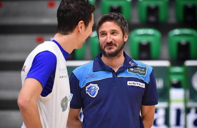 Gianmarco Pozzecco, allenatore di Sassari