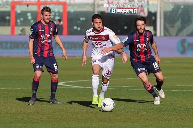 Una fase di Crotone-Livorno 1-1