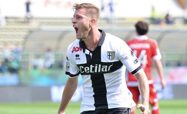 Gagliolo esulta dopo aver messo a segno il gol vittoria - Foto ParmaCalcio1913.it