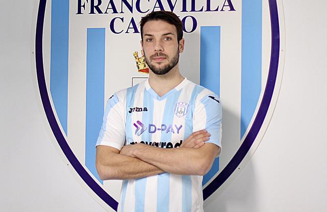 Andrea Tiritiello posa per la prima volta con la maglia della Virtus Francavilla