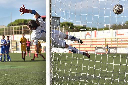 Il tiro di Carrozza che batte Pizzolato - Foto Gallipoli Calcio