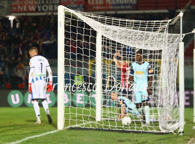 Cosenza-Pescara 1-1: La rete di Maniero che porta in vantaggio i calabresi - Foto Francesco Donato