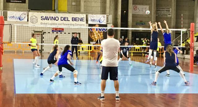 E' della Savino Del Bene Volley il derby di allenamento!