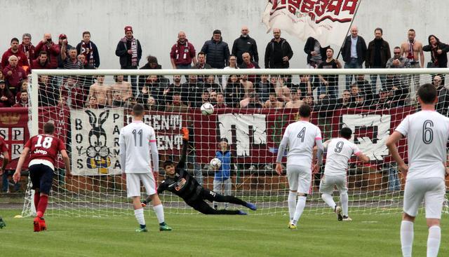 Bardelloni trasforma dagli 11 metri la rete del 2-1 ©Reggio Audace FC
