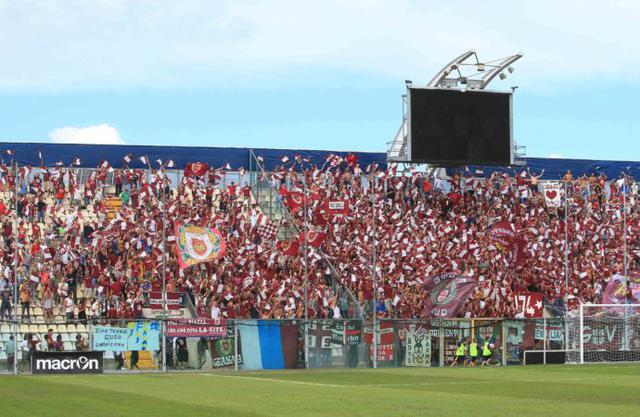 I tifosi della Reggiana nell'ultimo derby giocato a Modena nel 2016