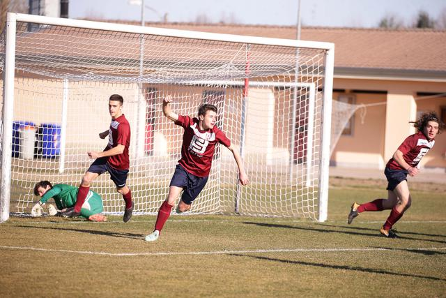 L'esultanza di Gianferrari dopo il gol del 2-1