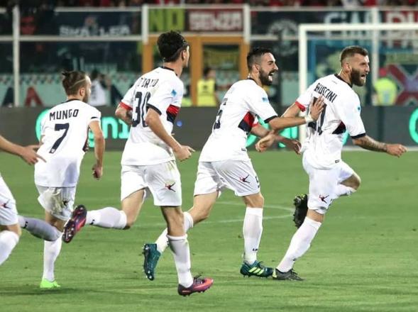 L'esultanza di Bruccini dopo la rete dell'1-0 © Cosenza Calcio