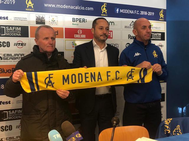 Da sinistra: Tosi, il presidente Salerno e mister Bollini