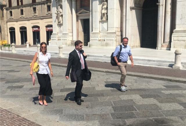 Alicia con il responsabile amministrativo Miari e il segretario generale Simonelli
