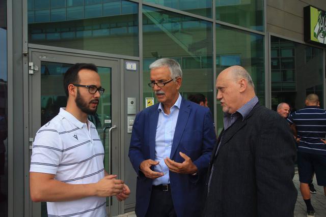 Al centro il dott. Enrico Violi, responsabile sanitario del club granata