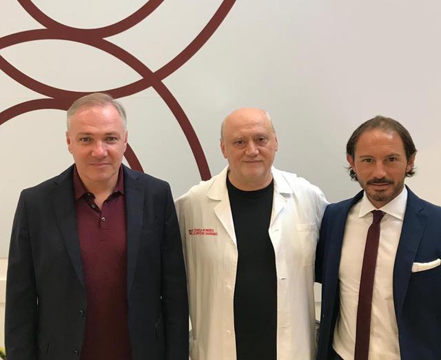 Da sinistra: mister Alvini, il direttore sanitario del C.T.R. Roberto Citarella e il team manager granata Malpeli