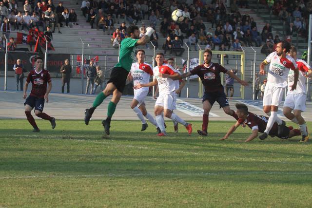 Un'immagine della partita di andata fra Fiorenzuola e Reggio Audace