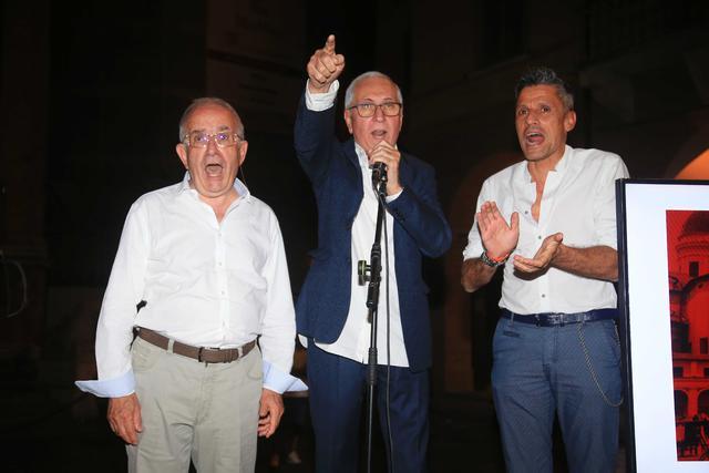 Mauro Carretti (al centro) assieme a Romano Amadei (sinistra) e Luca Quintavalli (destra)