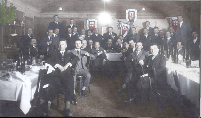 Una delle prime riunioni dei soci fondatori nel 1919 © storiadellareggiana.it