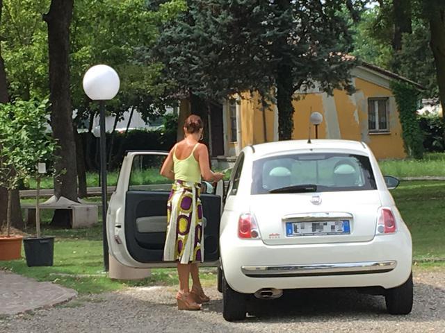 Alicia Piazza mentre lascia gli uffici verso le 15.30 © TuttoReggiana