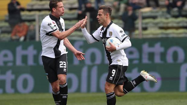 Calaiò esulta dopo il gol del pareggio - Foto Gazzetta,it