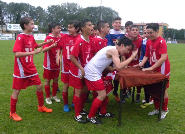 I ragazzi del Piacenza festeggiano dopo il successo al Memorial Cup