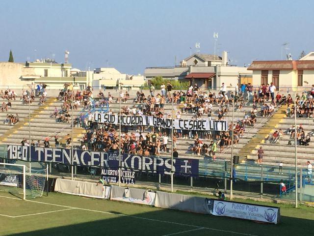 Lo striscione per ricordare Cesare Litti - foto brindisimagazine.it