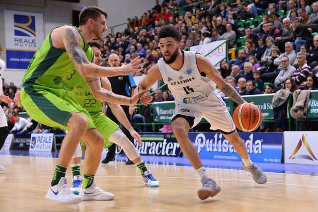 Thompson in azione contro Sassari - foto fiba.basketball.com
